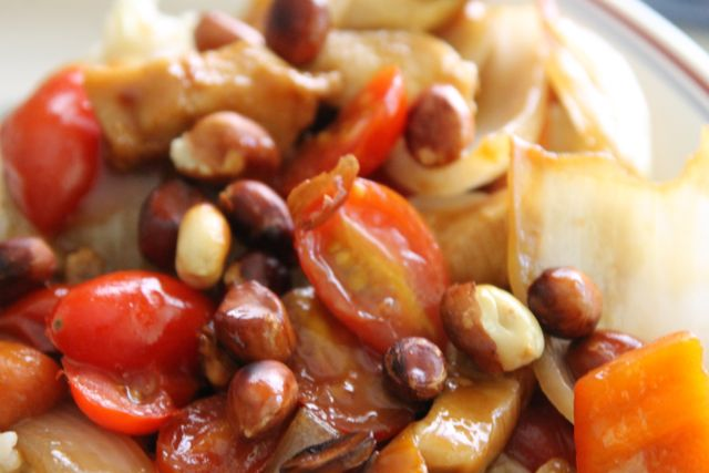 Peanut Chicken with Cherry Tomatoes