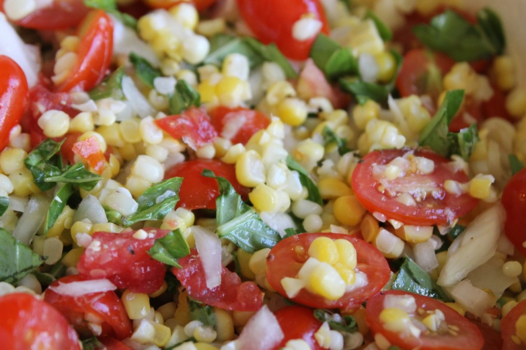 Fresh Corn and Tomato Salad | Down the Gravel Road www.jolenephilo.com